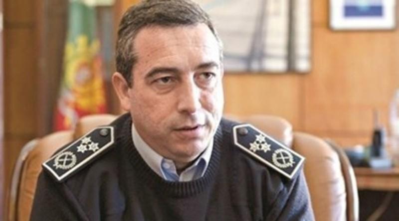 18_policia_revista