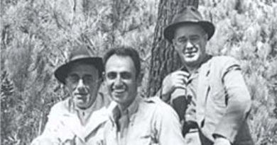 José Formosinho, Octávio da Veiga Ferreira e Abel Viana, numa pausa das escavações de Monchique, em setembro de 1947.