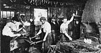 Ferreiros trabalhando numa oficina