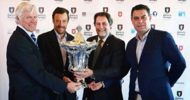 09 - Os promotores com o troféu